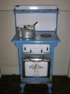 Vintage electric stove,  Calthorpe House, Canberra, Australia