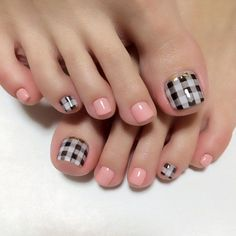 A lovely gingham inspired pedicure. Using melon colored nail polish as well as black and white colors for the strips; the design gives an adorable baby look on the nails.