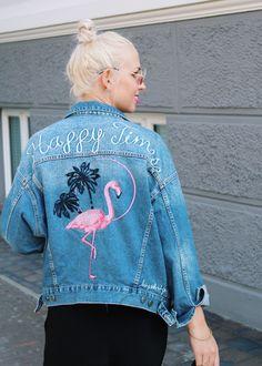 Denim Jacket w/ Flamingo Print #Streetstyle #Blogger #Modeblogger #Fashionblogger #Bloggerstyle #Streetstyleinspo #Style #Styleinspo #Outfit #OOTD #Outfitsinspo