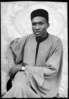 A new exhibition at the Grand Palais in Paris showcases the photographer's striking compositions, the amazing mid-century fashion of his subjects, and the story of how they were almost lost forever. Seydou Keita, White Photography, Fine Art Photography, Fashion Photography, Fondation Cartier, L'art Du Portrait, Contemporary African Art, Fabric Backdrop, African Culture