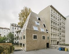 Completed in 2016 in Berlin, Germany. Images by Simon Menges, Laurian Ghinitoiu, Christina Möller. Tucked away in the inner courtyard of a block in Berlin's Prenzlauer Berg neighborhood, an unusual residential house has emerged: With it's steep...