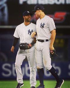 Even Aaron Hicks has heart eyes for Aaron Judge 😍 Damn Yankees, Yankees Fan, New York Yankees Baseball, Baseball Quotes, Baseball Cards, Yankee Stadium, Mickey Mantle, Babe Ruth, Great Team