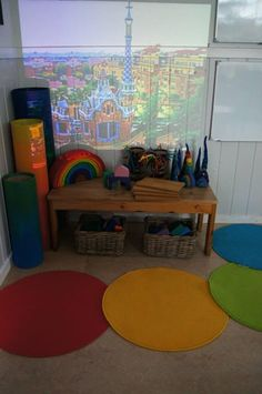 Using the OHP to create a backdrop. The repeated use of color and the simplicity of the materials is so inviting to me! Reggio Emilia Classroom, Classroom Displays, Classroom Decor, Preschool Block Area, Preschool At Home, Play Spaces, Learning Spaces, Play Based Learning, Early Learning