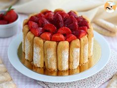 When strawberries are showing up, what is nicer than to bake a pretty charlotte? - Recipe Dessert : Strawberry charlotte by PetitChef_Official Mexican Food Recipes, Sweet Recipes, Cake Recipes, Dessert Recipes, Food Cakes, Charlotte Dessert, Beaux Desserts, French Dishes, Cold Desserts