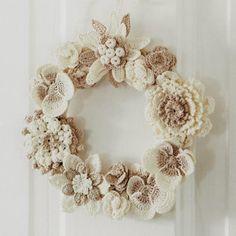 Crochet Flowers Ideas SuzNote: What a gentle wreath, colors of my granny ---> crochet flower wreath Love Crochet, Crochet Gifts, Crochet Motif, Irish Crochet, Diy Crochet, Crochet Stitches, Beautiful Crochet, Vintage Crochet, Crochet Ideas