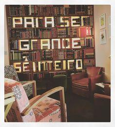 L'escale à faire impérativement si vous allez à Lisbonne . #Lisbonne #Lisboa #Lisbon #restaurant #belcanto #twostars #stars #michelin #library #oddball #lounge #light #armchair #books #floodlit #vintage #decoration #instaphoto #loveit #wood #bookcase by mapzopi_g