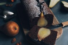 Because it is still the season, I wanted to share with you a series of short recipes with pears. If you love chocolate and almond too; this chocolate, pears and Pear And Chocolate Cake, Pear And Almond Cake, Pear Cake, Almond Cakes, Chocolate Recipes, Short Recipes, Pear Recipes, Baking Recipes, Cake Recipes