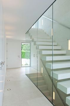 Light and bright hallway, the glass elements contribute to the overall impression . - Light and bright hallway, the glass elements contribute to the overall impression. Bright Hallway, Modern Hallway, Modern Stairs, Glass Stairs, Concrete Stairs, Wood Stairs, Painted Stairs, Wood Railing, Stair Railing