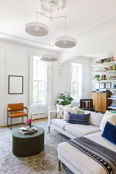 This fashionable Brooklyn townhouse is full of chic, bohemian details sure to make even the fastidious of fashionistas feel right at home. Cheap Living Room Sets, My Living Room, Living Room Decor, Deco Addict, Home Trends, Living Room Inspiration, Home Decor Styles, Apartment Living, Living Room Designs