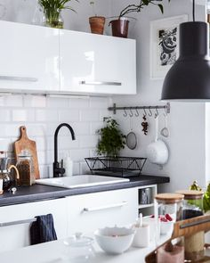 Bring a monochrome kitchen to life with indoor plants and herbs | #IKEAIDEAS #kitchens