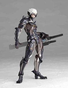 Figura Revoltech Yamaguchi Nº 140 Raiden 15 cm. Metal Gear Rising: Revengeance. Kaiyodo Jap. Espectacular figura totalmente articulada de Raiden de 15 cm de altura aprox., de la línea Revoltech Yamaguchi de Kaiyodo perteneciente al videojuego Metal Gear Rising: Revengeance.