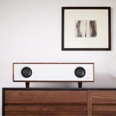 Talbe Top HiFI | Symbol Audio | Natural Walnut Cabinet/White Lacquer Front