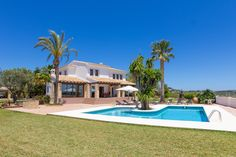 VILLA OF THE WEEK !!!   Located in a quiet area of Benissa, 10min drive from the popular town of Calpe, where we enjoy its endless sandy beaches and the Natural Park of Penon de Ifach.  21/03/2013