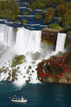 Lived in NY my first 14 yrs of my life and never been to Niagara Falls, definitely on my bucket list!!