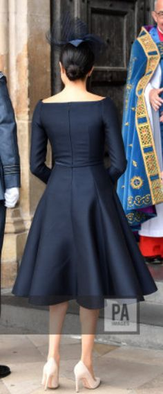 Bespoke Dior black silk and wool dress Elegant Dresses, Beautiful Dresses, Casual Dresses, Frock Fashion, Royal Fashion, African Fashion Dresses, African Dress, Classy Dress, Classy Outfits