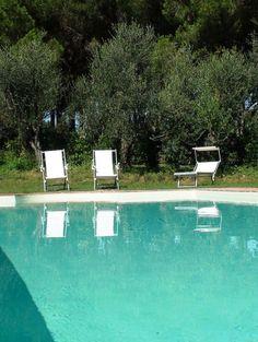 Villa Vada || Italien, Provinz Livorno, Privater Pool nahe beim Meer ||  www.sonnigetoskana.ch ||  Nur etwa 3 Km von der Küste entfernt liegt diese gepflegte Villa mit privatem Pool und 6 Schlafzimmern. #urlaub #vacation #travelitaly #italiantrips #familytravel #familyvillas #familyoccasions #toskanaferienhaus #ferienhaus #luxurytravel #luxuryvilla #holidayhomes #livornoluxuryvilla #livornoholidayhomes #livornoferienhaus #italienurlaub #tuscanvillasforrent #tuscanyvillasforrent #italyvillas