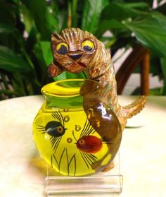 Vtg RARE Reverse Carve Apple Juice Bakelite Cat with Fish Bowl Figural Brooch