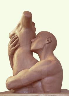 "Escultura: ""Pasion"" Obra de @gusbalboa:   Alto: 62 cm  Base: 50cm x 50cm  Plastilina de aceite"