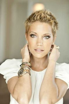 Coupe courte femme avec frange selon la forme du visage- tendances 2015