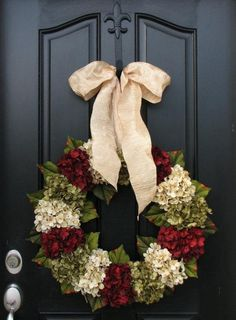 Looking for beautiful Christmas wreaths? Here, we have a good collection of some of the most beautiful Christmas wreaths ideas. Get inspiration from these Christmas wreath decoration ideas. Holiday Wreaths, Holiday Crafts, Holiday Fun, Christmas Decorations, Holiday Decorating, All Things Christmas, Winter Christmas, Christmas Holidays, Xmas