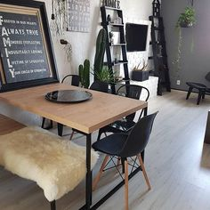 Cadeiras Iron por aqui! Essa composição já é bem conhecida mais eu adoro.  Estou na dúvida se uso 3 ou 4 cadeiras na mesa.  Gostaram?