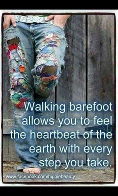 hippie life 439804719859932201 - American Hippie ☮ Walking Barefoot Source by Happy Hippie, Hippie Love, Hippie Gypsy, Gypsy Soul, Hippie Style, Hippie Chick, Hippie Vibes, Gypsy Life, Hippie Peace