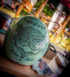 Cafe racer france custom helmet retro Motorcycle Helmet Design, Motorcycle Style, Motorcycle Outfit, Bobber Helmets, Racing Helmets, Retro Helmet, Vintage Helmet, Helmet Paint, Custom Helmets
