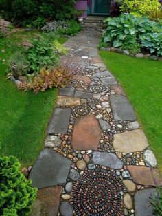 How to Make a Pebble Mosaic - house crush.ideas for our next home - How to Make a Pebble Mosaic Mixed material mosaic walkway. Mosaic Walkway, Pebble Mosaic, Stone Mosaic, Rock Walkway, Walkway Ideas, Path Ideas, Rock Mosaic, Pebble Stone, Walkway Designs