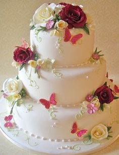 Could we do this with fondant flowers or stars rather than butterflies? Red Fleur by nice icing. Beautiful Wedding Cakes, Gorgeous Cakes, Pretty Cakes, Cute Cakes, Amazing Cakes, Cake Icing, Fondant Cakes, Cupcake Cakes, Fondant Bow