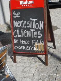 Se necesitan clientes. No hace falta experiencia Rustic Restaurant, Restaurant Bar, Pizza Branding, Fancy Cupcakes, Alcohol Humor, Frases Humor, Mocca, Cafe Bar, Coffee Shop