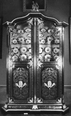 French  Display cabinet  c.1701-15 Oak, ebony, brass, tortoiseshell, gilt metal, glass | RCIN 21632