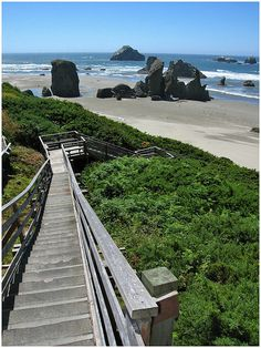 Favorite, favorite, place in Oregon, I've been there many times, Bandon Oregon....Stairs to the beach