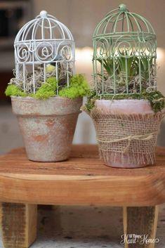 Bird cage on clay pot - spring craft Cage d'oiseau sur pot d'argile - bricolage… Clay Pot Crafts, Diy Crafts, Do It Yourself Garten, Pots D'argile, Painted Clay Pots, Spring Birds, Deco Floral, Bird Cages, Spring Crafts