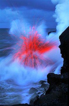 Lava from Kilauea meets the ocean - Big Island Hawaii (Nick Selway photo) Volcan Eruption, Beautiful World, Beautiful Places, Fuerza Natural, Cool Pictures, Cool Photos, Beautiful Pictures, Dame Nature, Natural Phenomena