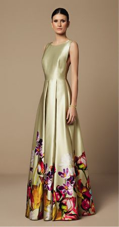 Mabel Magalhães- love the decor at bottom, it makes up for the blandness above. Lovely Dresses, Beautiful Gowns, Elegant Dresses, Beautiful Outfits, Evening Dresses, Prom Dresses, Formal Dresses, Casual Dresses, Mode Glamour