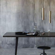 Rektangulært spisebord i sort mango og sort metal Black Dining Room Table, Dining Table, House Doctor, Design Tisch, Dark Walls, Black Stains, Centre Pieces, Wood Construction, Glass Table