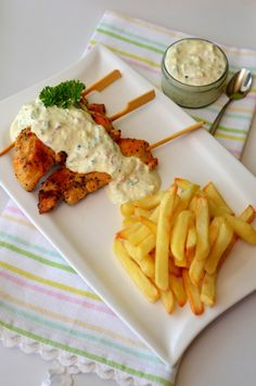 Recipe for ranch in Romanian: sos ranch pentru carne si legume Good Food, Yummy Food, Romanian Food, Kfc, Cocktail Recipes, Food Inspiration, Cookie Recipes, Bacon, Goodies