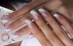 Diseños uñas para novias, Diseños de uñas para novias con diamantes. Clic Follow, Join to CLUB! #decoraciondeuñas #nailsCLUB #uñasfinas