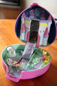 i remember receiving this on  my birthday years ago. i miss the original polly pockets :(