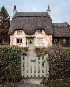 Absolutely beautiful, this coral cottage with its ornate thatched roof is every cottage lovers dream! The sage green trim on the darling… Irish Cottage, Cute Cottage, Cottage Style, English Romance, Veranda Magazine, Victoria Magazine, English Country Cottages, Country Houses, French Country