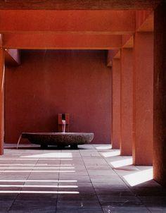 dtdail single-stone_carved_basin / ricardo_legoretta+mia_lehrer+assoc_beverly_hills