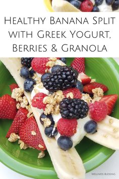 Healthy breakfast banana split recipe with Greek yogurt, fresh berries, maple syrup and granola makes an easy and delicious healthy snack, breakfast, or dessert. Perfect summertime treat! Yummy Healthy Snacks, Delicious Breakfast Recipes, Healthy Cake, Healthy Dessert Recipes, Easy Snacks, Whole Food Recipes, Snack Recipes, Healthy Breakfasts, Kitchen Recipes