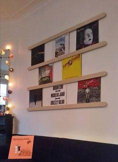 Ranger les vinyle – Auswahl an Platinen für Möbel aus Vinyl Vinyl Record Display, Framed Records, Vinyl Record Storage, Lp Storage, Diy Storage Cabinets, Sound Room, Ideas Hogar, Wall Decor, Room Decor