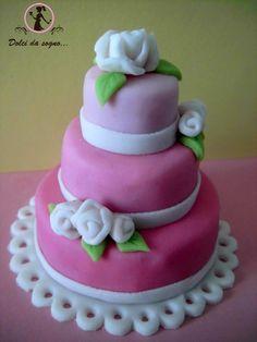 Volete un idea per realizzare un simpatico segnaposto o una bomboniera? preparate delle mini cake di biscotti!
