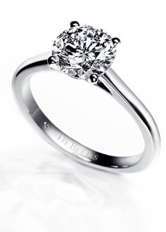 Diamond Solitaire Ring from the De Beers DB Classic collection.