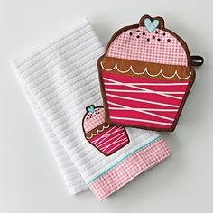 I have these already for when we get a house and I can have my cupcake kitchen :o)