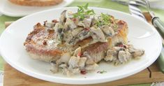 Pork Chops with Creamy Mushroom Sauce Mushroom Cream Sauces, Creamy Mushroom Sauce, Mushroom Soup, Creamed Mushrooms, Stuffed Mushrooms, Stuffed Peppers, Perfect Pork Chops, Mushroom Pork Chops, Cream Sauce Recipes