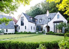 Love the exterior. Shot a lot of beautiful homes this year - here's one from Atlanta architect . Future House, My House, Cottage House, White Cottage, Cottage Style, Architecture Design, Kerala Architecture, Home Architecture Styles, Architecture Magazines