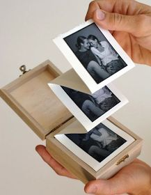 Album in a box. DIY a simple, but beautiful handmade photo album in a wooden box. A great crafty how to for gifts. Diy And Crafts, Paper Crafts, Wooden Crafts, Wooden Diy, Easy Crafts, Picture Boxes, Picture Gifts, Photo Gifts, Pretty Designs