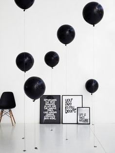 Monochrome Party Inspiration, Black and White Party Inspiration. Black White Parties, Black N White, Black Party, White Art, Color Black, Chandelier Bougie, Black Balloons, Floating Balloons, Ideas Para Organizar